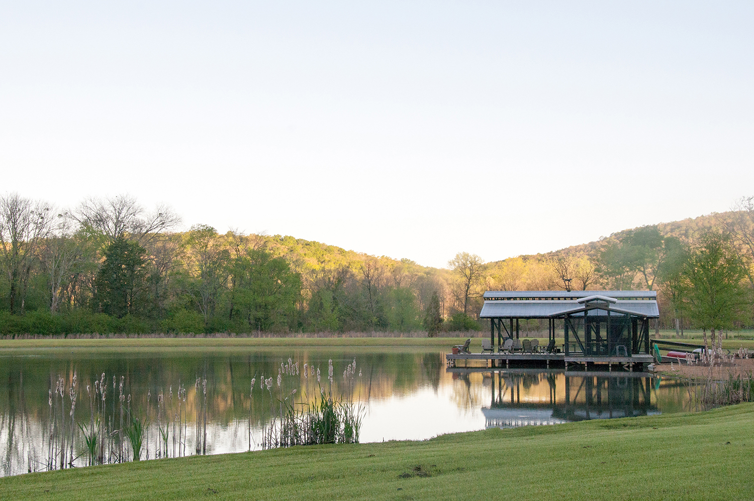 sugar_creek_farm_boathouse_02_pond_lake_boat_house_dock_screened_porch_1500.jpg