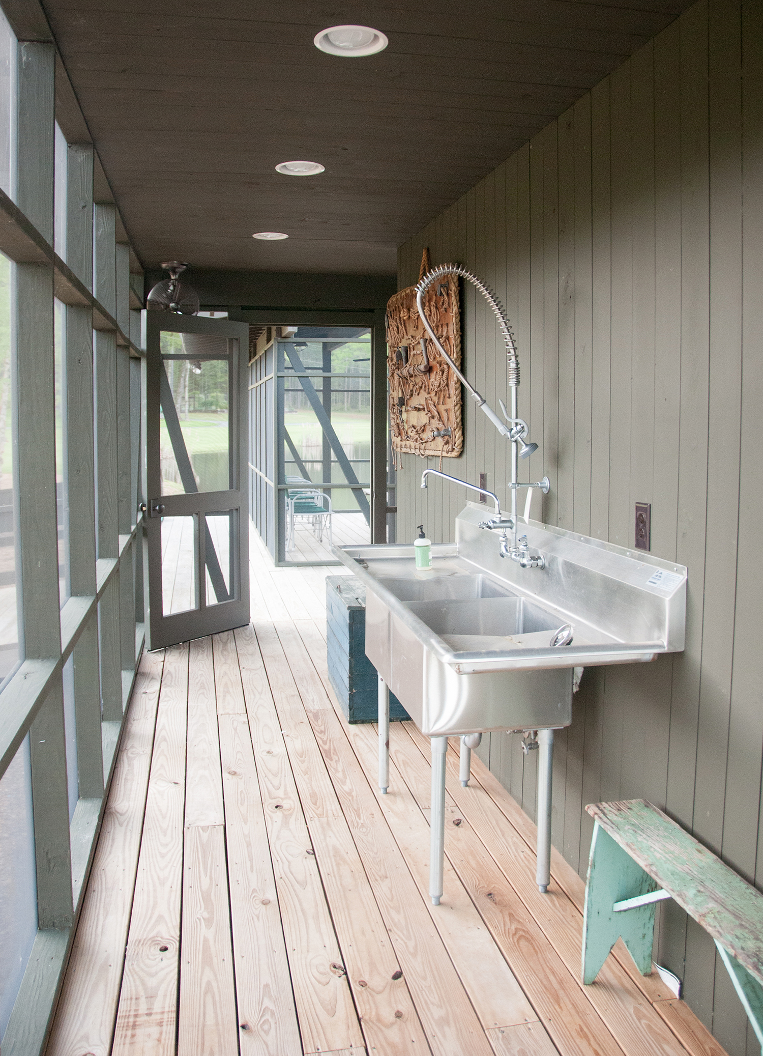 sugar_creek_farm_boathouse_04_pond_lake_boat_house_fish_cleaning_station_screened_porch_1500.jpg