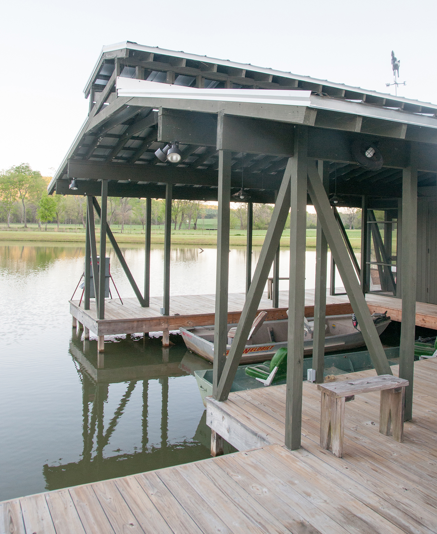 sugar_creek_farm_boathouse_06_pond_lake_boat_house_dock_1500.jpg