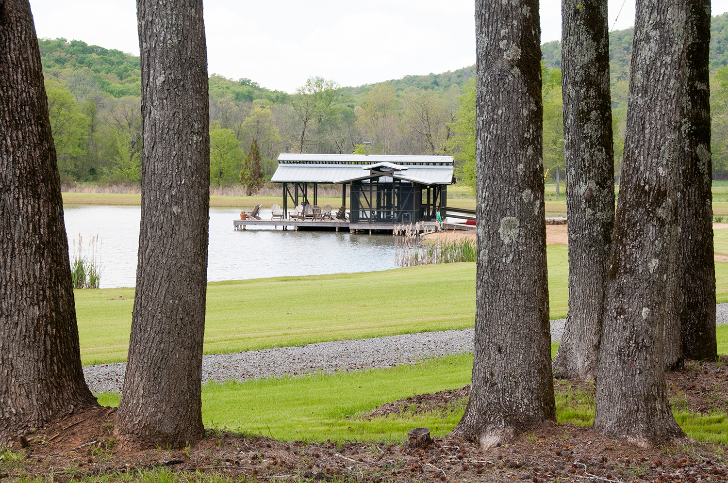 sugar_creek_farm_boathouse_08_pond_lake_boat_house_dock_screened_porch_1500.jpg