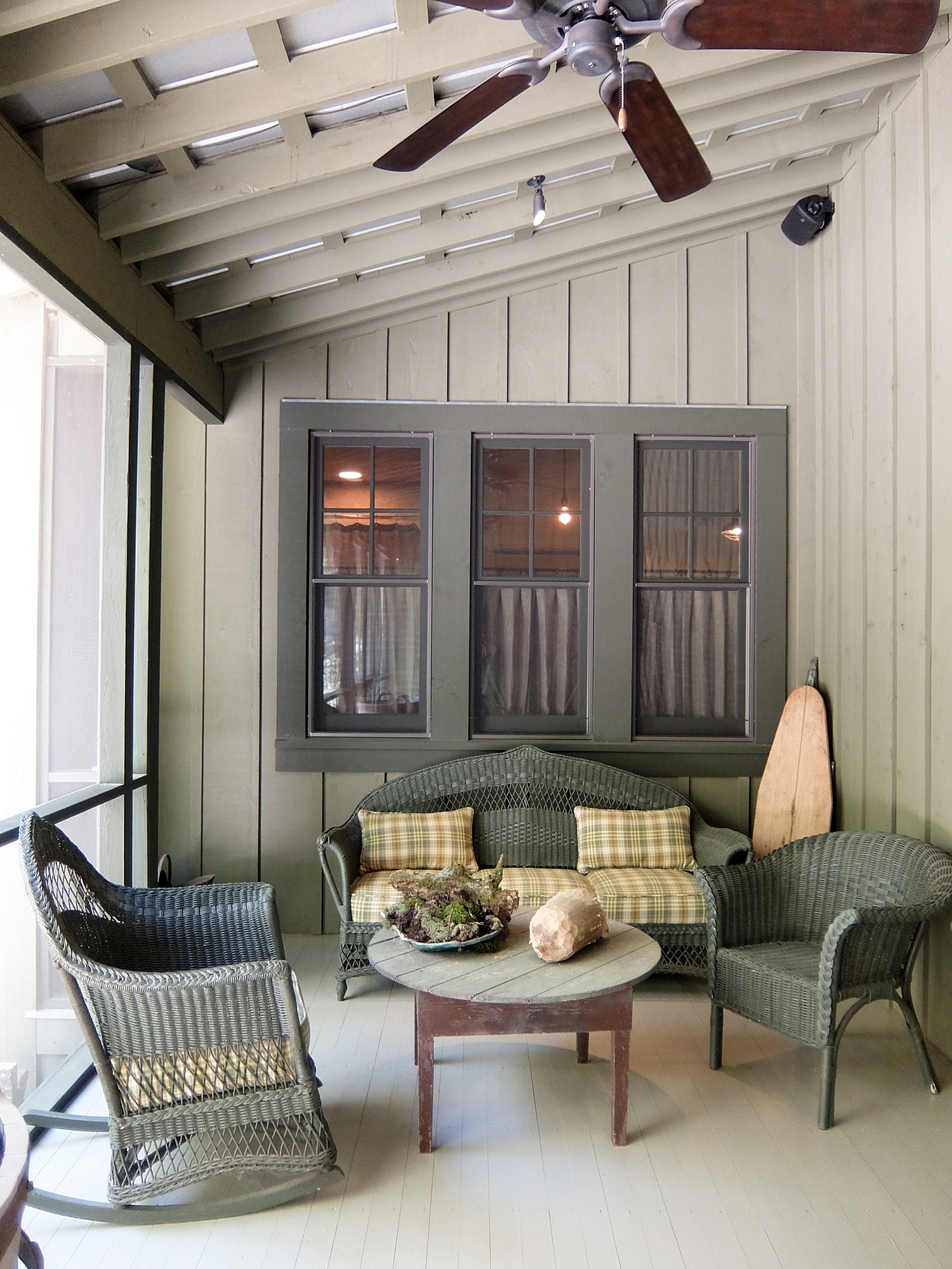 sugar_creek_farm_49_lakehouse_lake_house_back_screened_porch_farmhouse_covered_sitting_room_1500.jpg