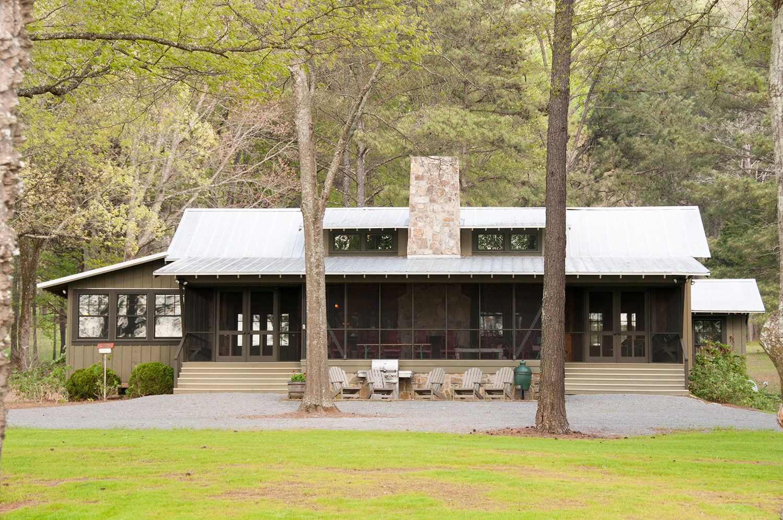 sugar_creek_farm_55_lakehouse_lake_house_front_entry_screened_porch_farmhouse_stone_chimney_tin_roof_1500.jpg