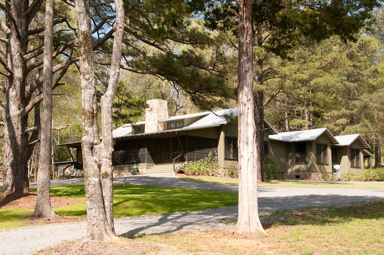 sugar_creek_farm_56_lakehouse_lake_house_front_entry_screened_porch_farmhouse_stone_chimney_tin_roof_1500.jpg