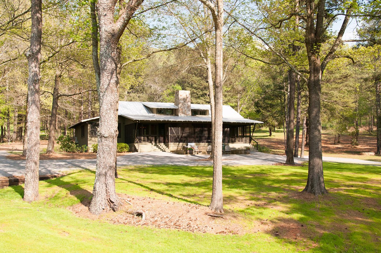 sugar_creek_farm_58_lakehouse_lake_house_front_entry_screened_porch_farmhouse_stone_chimney_tin_roof_1500.jpg