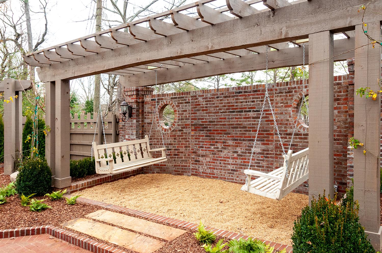 courtyard_garden_08_arbor_trellis_stockade_fence_stone_pea_gravel_path_1500.jpg