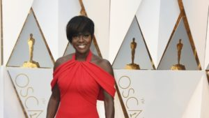 Moments after winning the Oscar for best supporting actress, Viola Davis says she has experienced impostor syndrome..