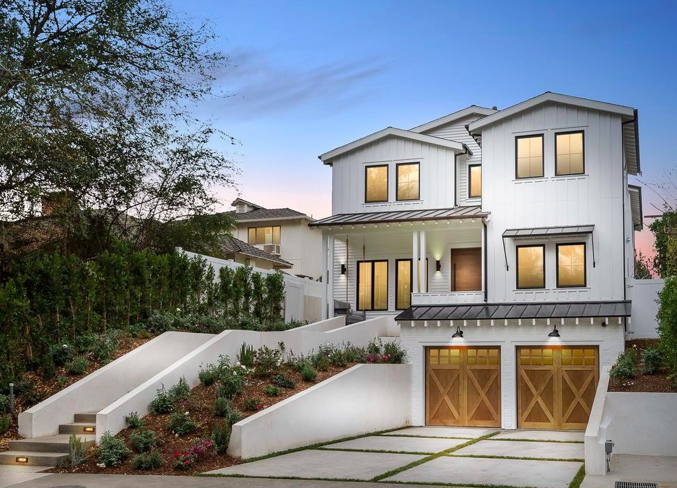 11217 Valleyheart Dr | Studio City