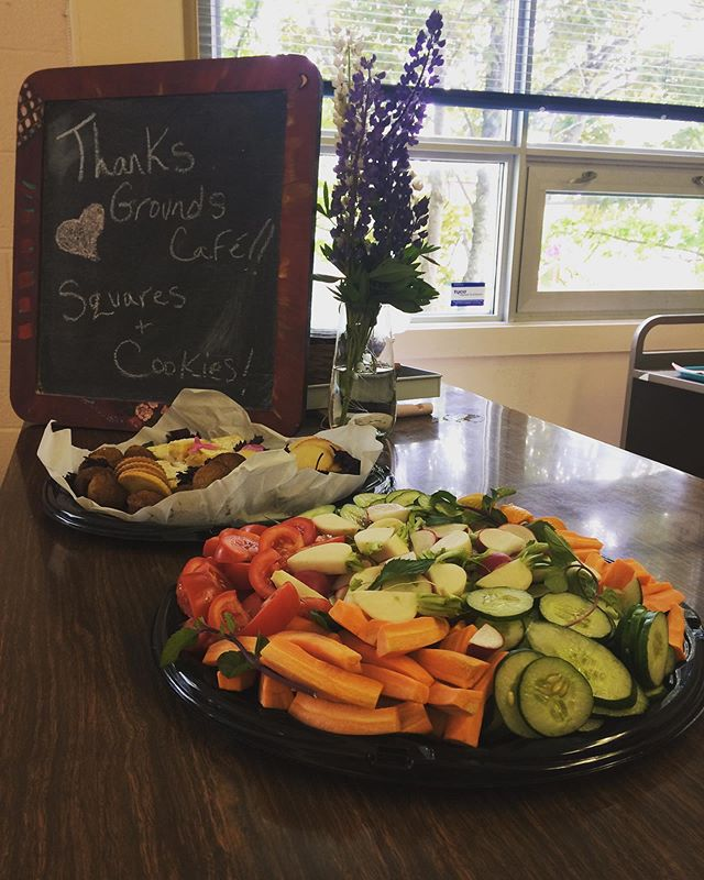 Grateful for the mountains of veggies and goodies from @thegroundsatmurrays that will keep us rocking out today! 😎Visit them in Portugual Cove for delicious fresh food, coffee and flora! 💖💐 #grnl2019 #community #shoplocal