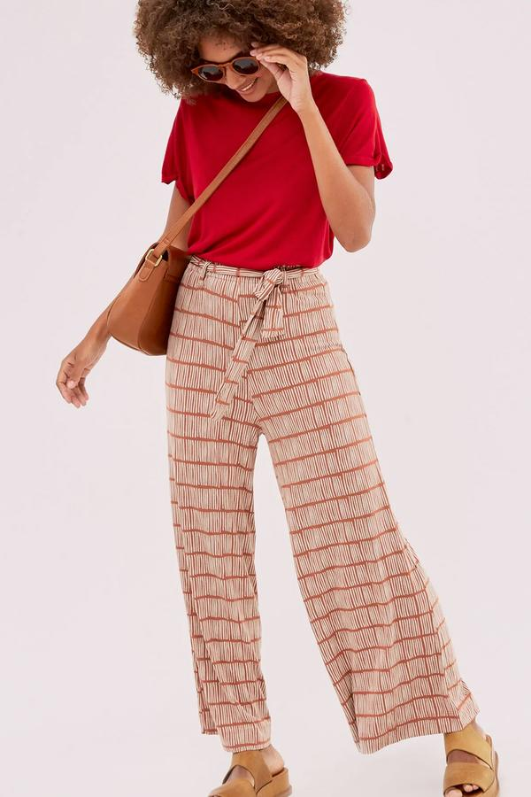 Corrosao Pants   A meld between light weight and simple fashion, you're bound to be comfy all day long.