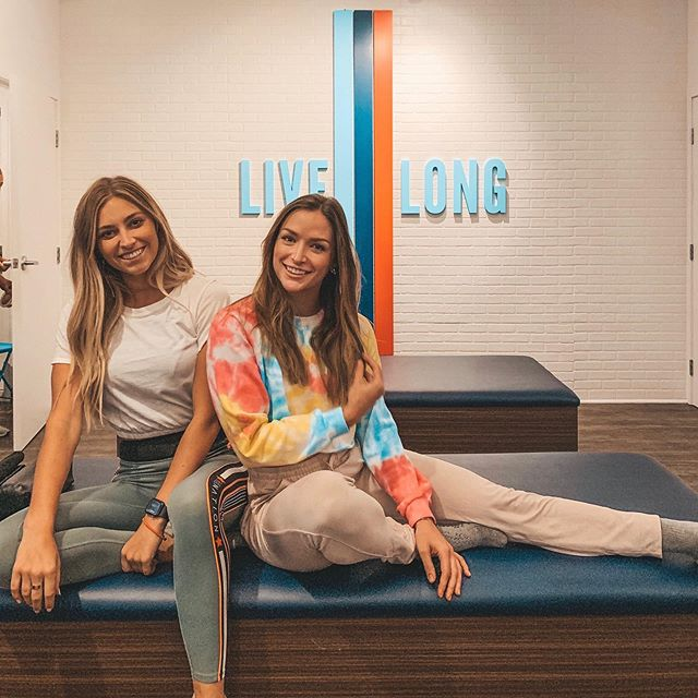"""I stretch after every single workout"" *said no one ever* 🤫 If you're like us, you def don't stretch as much as you should! We went to Stretch Lab to get professionally stretched out for 50 minutes straight by their certified flexologists. They use pressure and resistance to stretch all areas of the body and focus on any spots you feel extra sore or tense - like your neck/back from spending 8+ hours a day at your desk job 💻 🧘🏼‍♀️ These are a few ways to incorporate stretching if you find yourself not making it a priority 🌟Stretch at a professional studio like stretch lab - this obvi isn't feasible every single day so they recommend 1-2x per week 🌟Don't skip out on those stretches at the end of studios workouts, that's just as important as the workout itself! 🌟Stretch while you're brushing your teeth in the morning and night. You can get realll creative with it (like calf stretches against the cabinet) 🌟Incorporate yoga into your weekly routine 🌟Use a stretch App or stream a YouTube video to help guide you. 🌟Stretch at the office! Whether you want to make it a team bonding mid day break or a solo chance to take a breather. A few stretches on a bench or curb can really go a long way. 🌟New gadgets! Percussion massage guns, foam rollers, roller sticks, etc. ⠀⠀⠀⠀⠀⠀⠀⠀⠀ #sweatandtell #keepitsweaty #stretchlab @stretchlabnewportmesa"