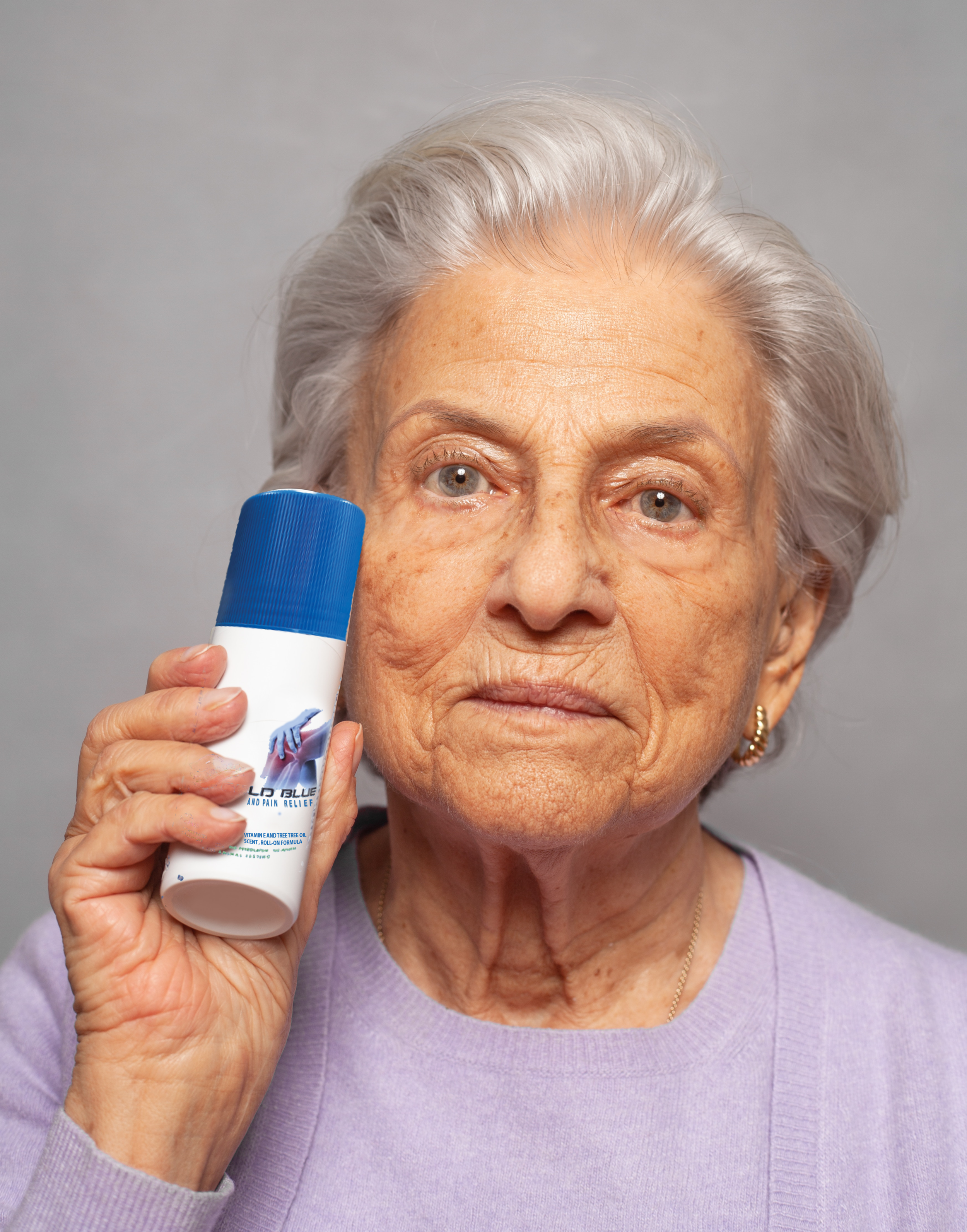 QUICK AND EASY APPLICATION:  Cold Blue Joint and Pain Relief is extremely easy to apply, and will provide you with immediate temporary relief from your joint pain. Simply take the top off of the tube, roll on the no-mess remedy to the area in which you're experiencing pain, and feel the immediate and effective temporary relief from pain