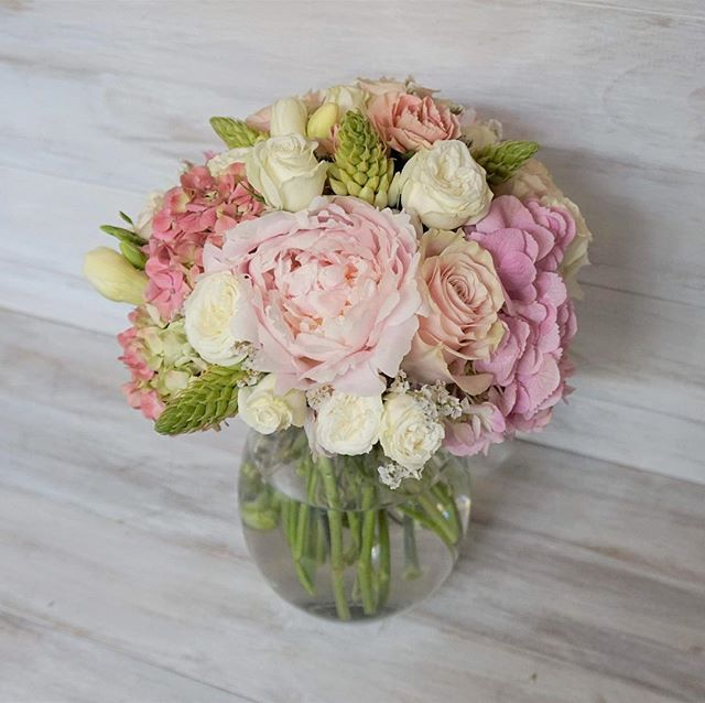 Medium traditional style bunch with pastel colours