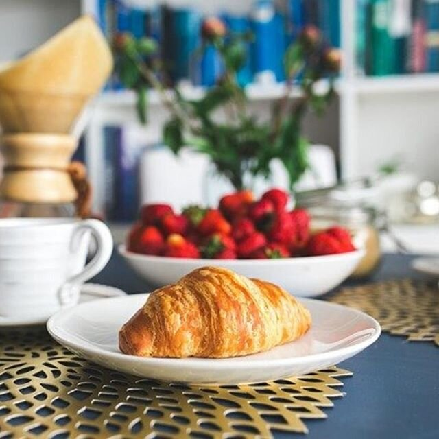 Un bon petit-déjeuner français pour commencer la journée, qui valide ? ??♀️? - #terredapero #alimentationsaine #healthyfood #petitdejeuner #breakfast #frenchbreakfast #foodie #foodstagram #picoftheday #recipeoftheday #pastrychef #patisserie #bread #homemade #yummy #plaisir #delicious #faitmaison #gourmandise #instafood