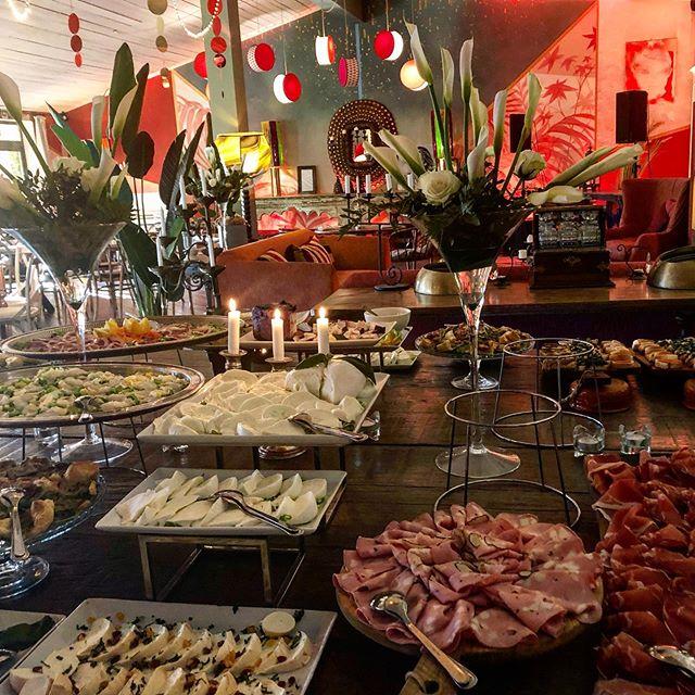 I nostri aperitivi  #brunch #pranzo #lunch #weekendfood #taste #gusto #restaurantdesign #vintage #atmosphere #winterintuscany #winterplace #wheretogo #holiday #countrystyle #elegance #arezzo #toscana #arnotizie #tuscanyeats#tuscanyweddings #tasteoftuscany #welcometotoscana #tuscanywine #agriturismotoscana #culturetrip #culturalevent #meat