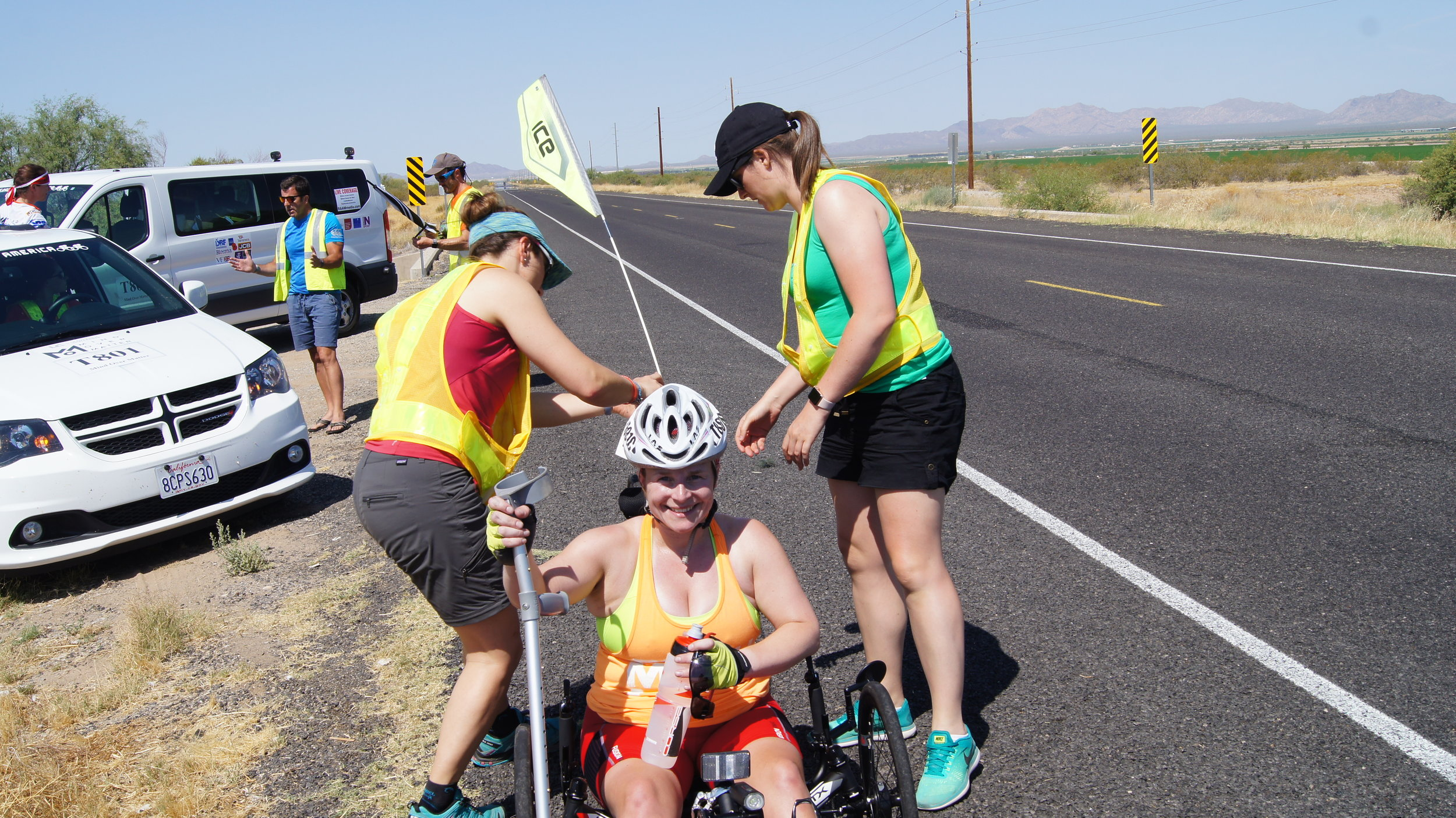 Rider exchange in Arizona, with Anna-Therese Pollock and the support crew in action!