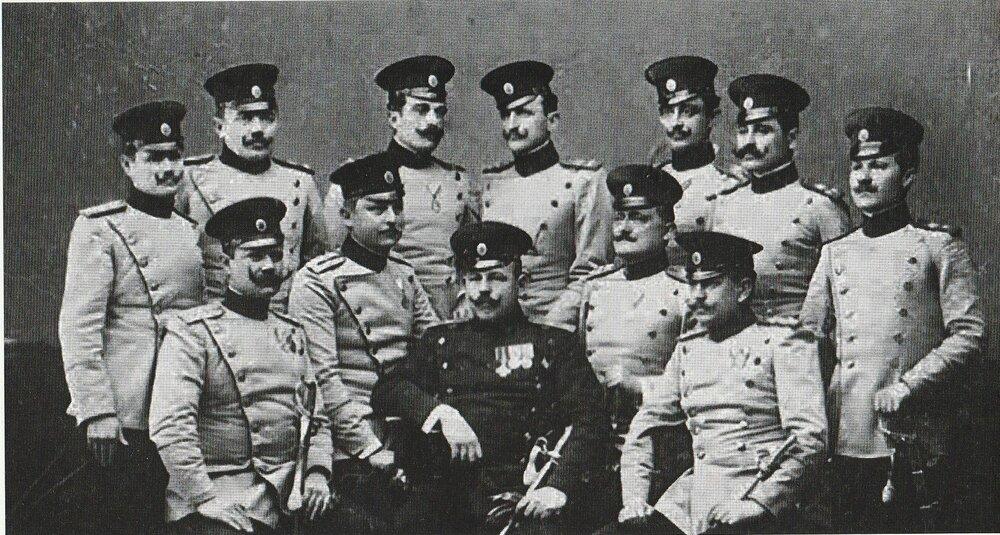 Apis (u sredini) sa članovima Crne ruke (fotografisano pre 1915. godine)