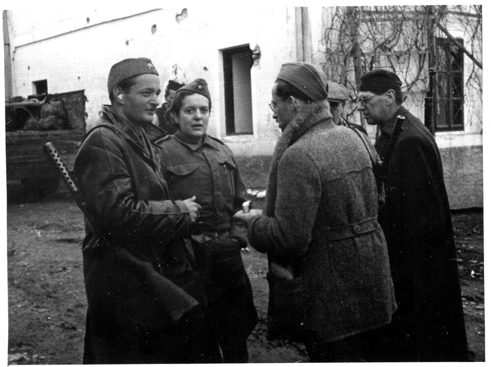 Herta Has sa grupom slovenskih većnika u Mrkonjić Gradu, u povratku sa 2. zasedanja AVNOJ-a u Jajcu, XII 1943. Foto: Wikipedia