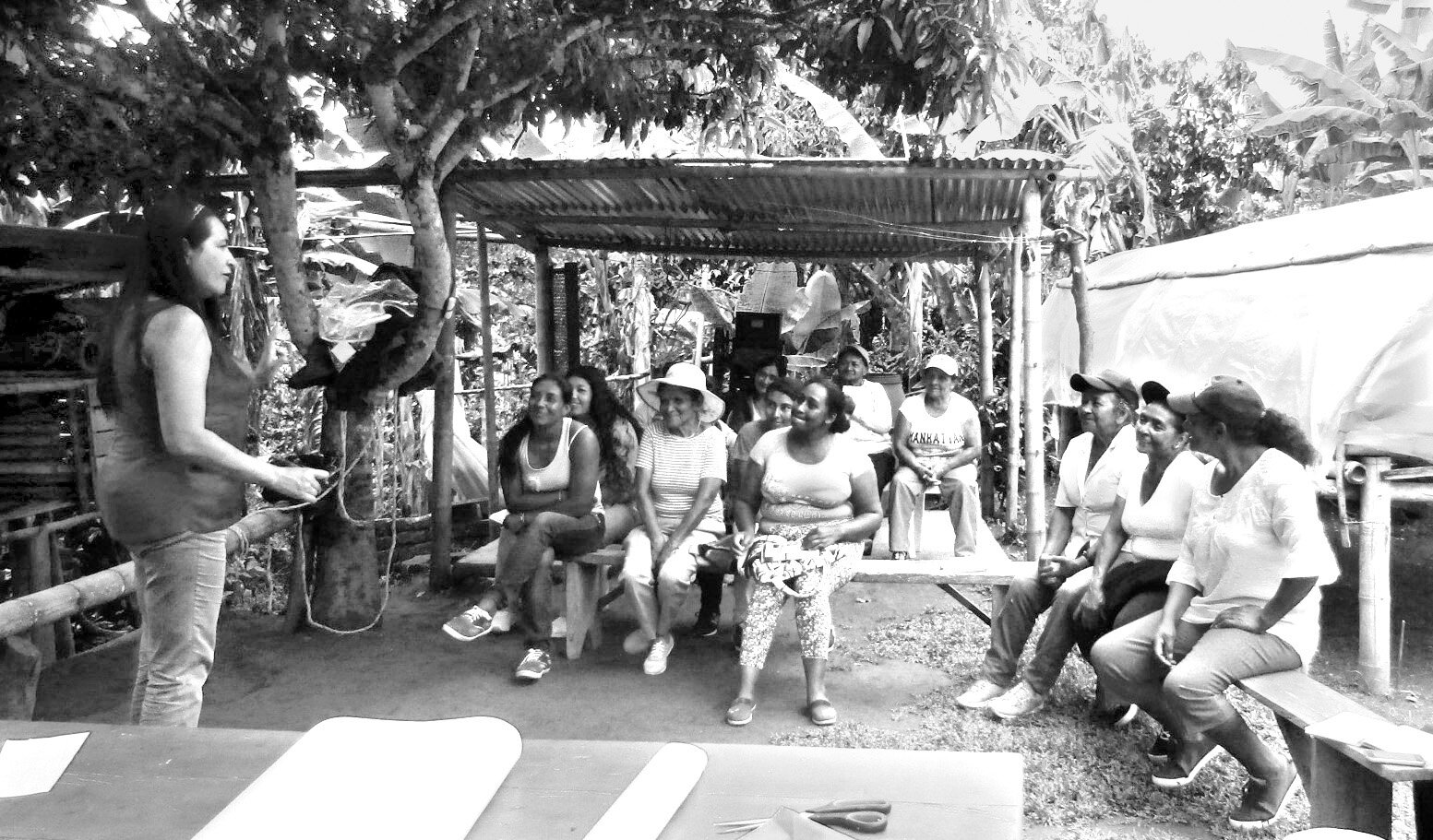 Réunies en ateliers, des femmes envisagent des moyens pour bannir la violence de leur existence. Photo : Mouvement des femmes de Cajibío