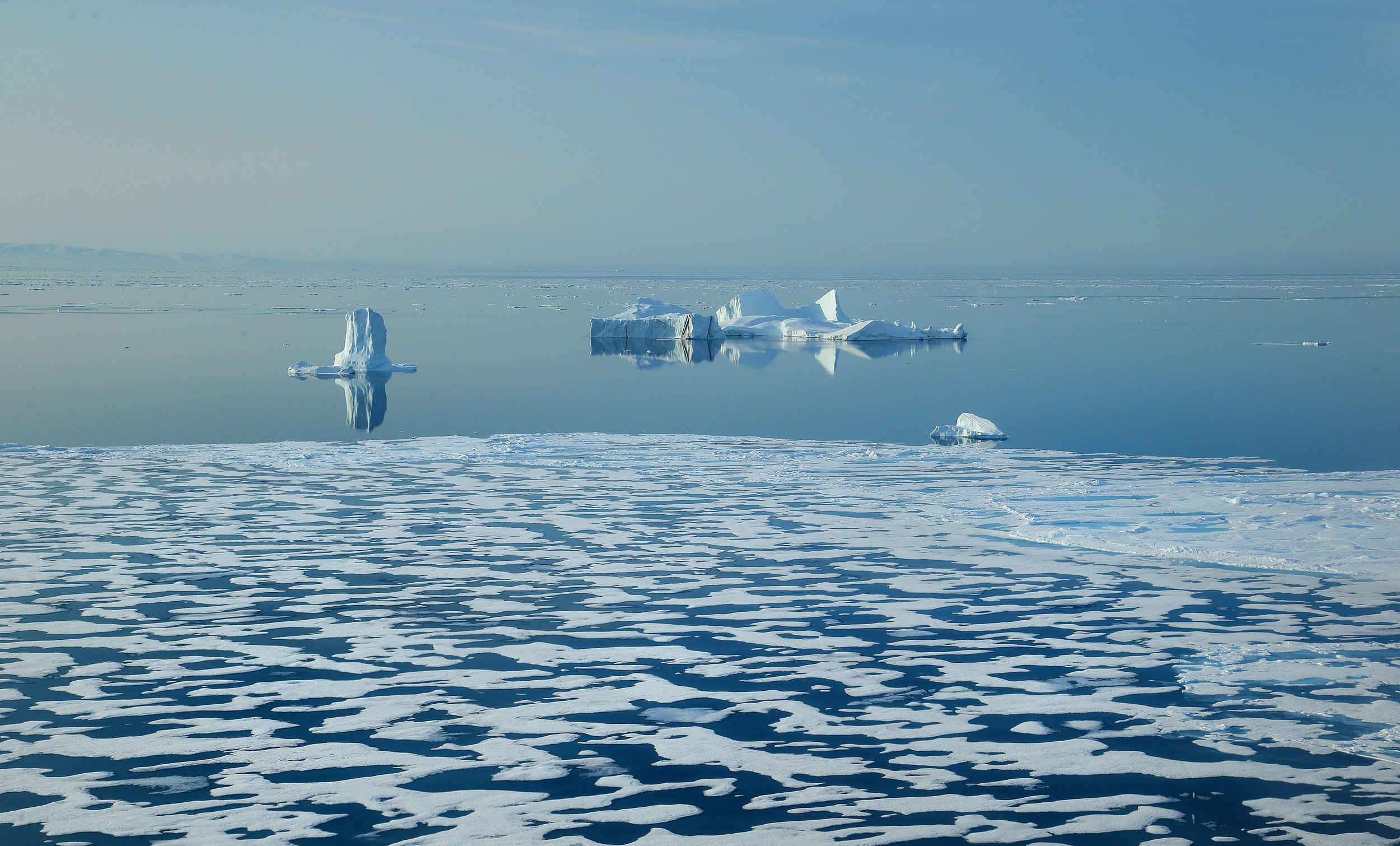 Ice floes near Baffin Island, Canada. Photograph by Manu San Félix.