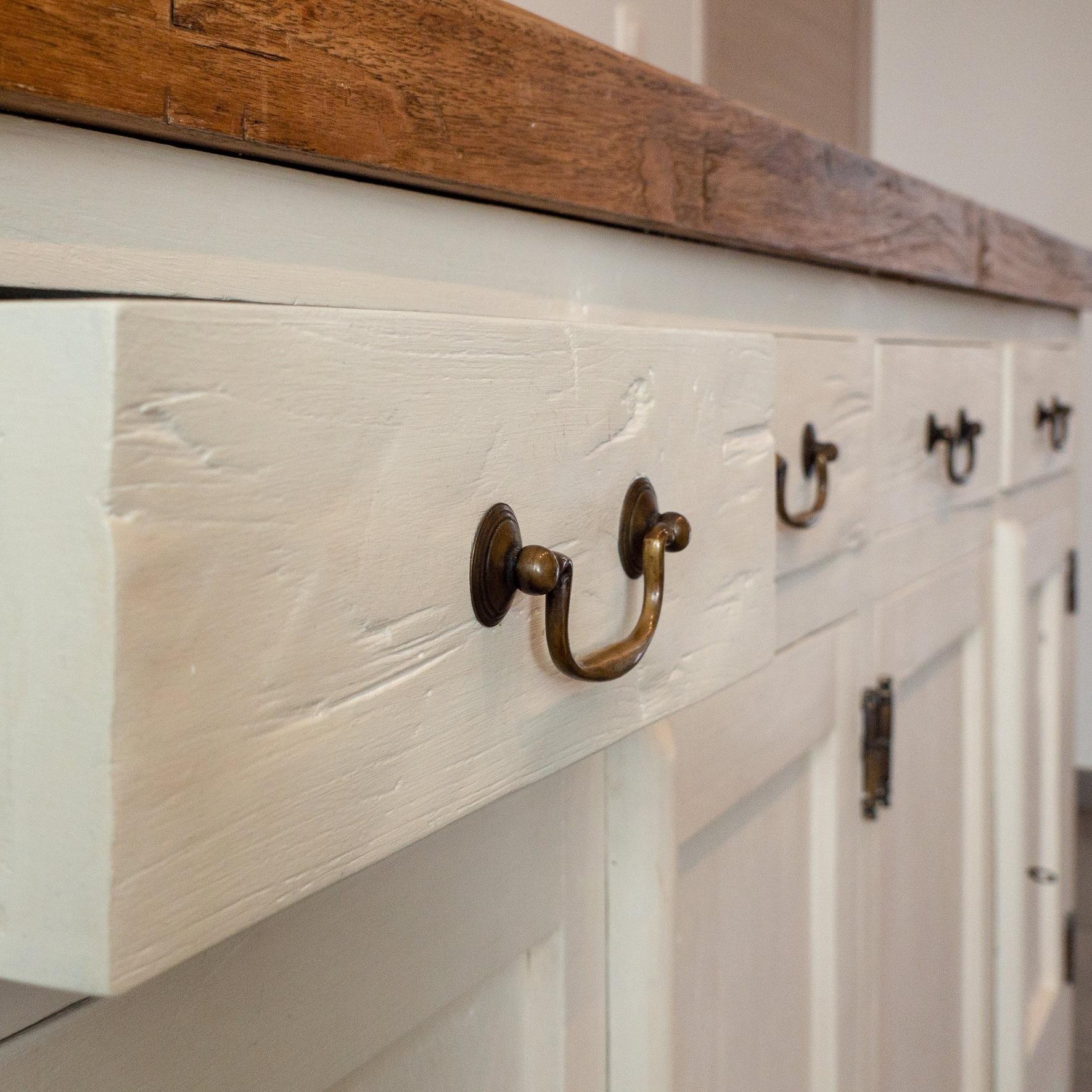 MEUBELRESTYLING - Wil je blikvangers maken van je oude meubels en decoratiestukken in je interieur, winkelruimte of vergaderzaal?Ontdek hoe ik je daarbij kan helpen.