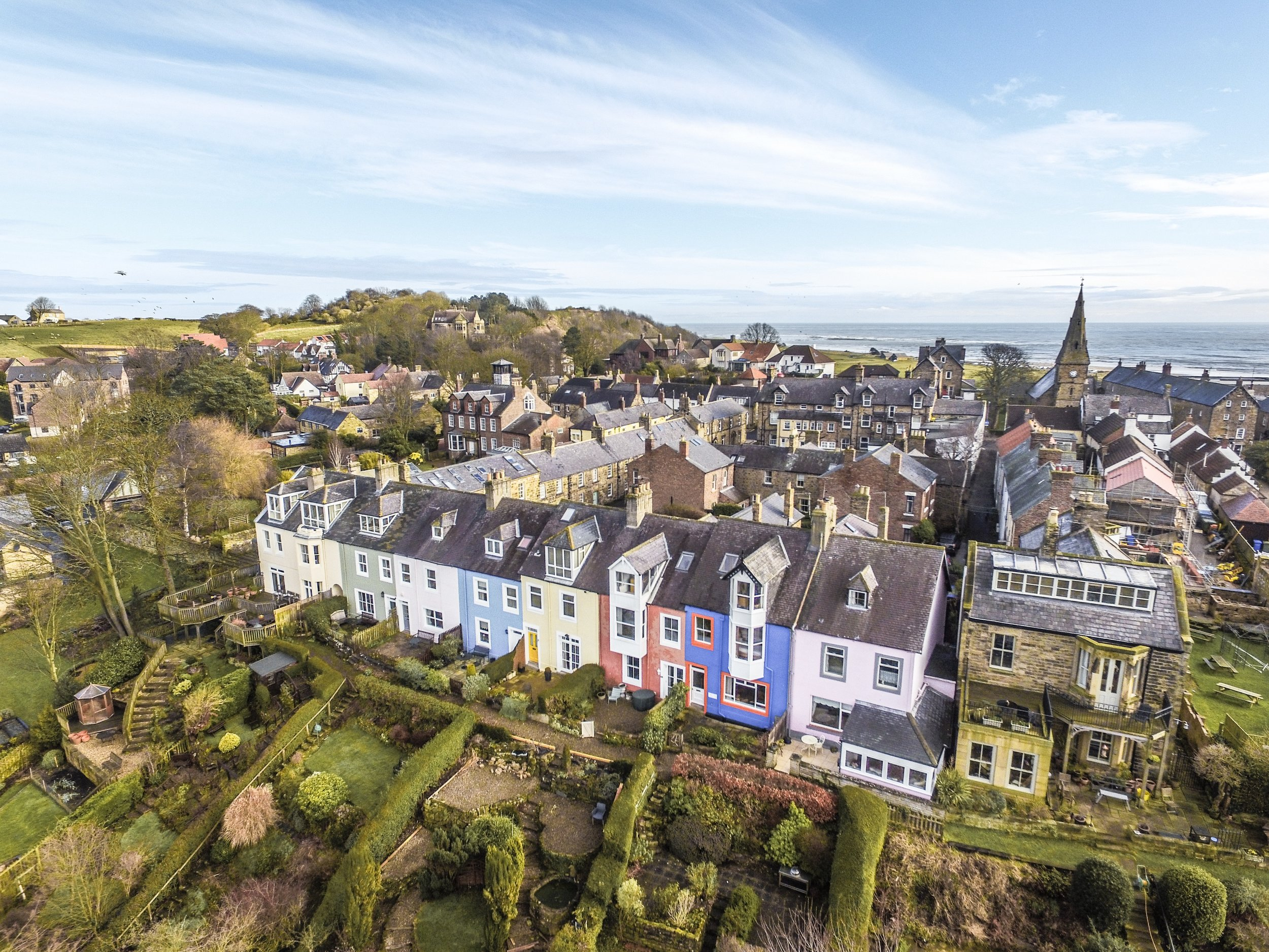 ALNMOUTH (3 Miles) - Gaily painted houses strung along the north bank of the River Aln estuary welcome you to picturesque Alnmouth. Bordered by one of Northumberland's best beaches.
