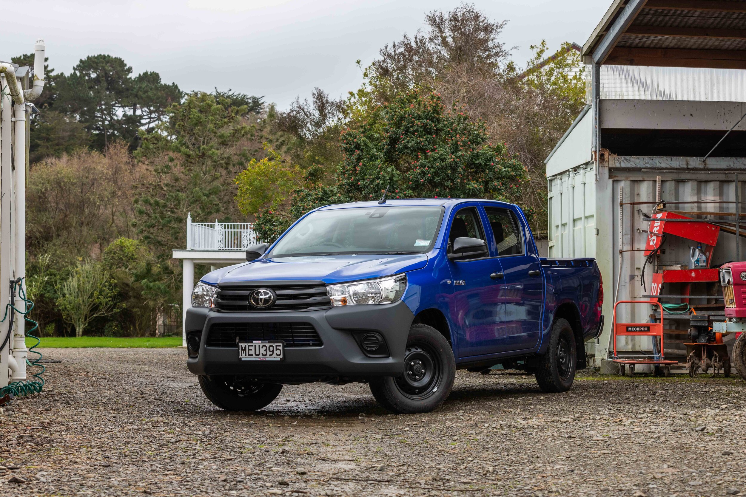 IMAGE_Toyota Hilux WorkMate, Double cab, front three quarter.jpg
