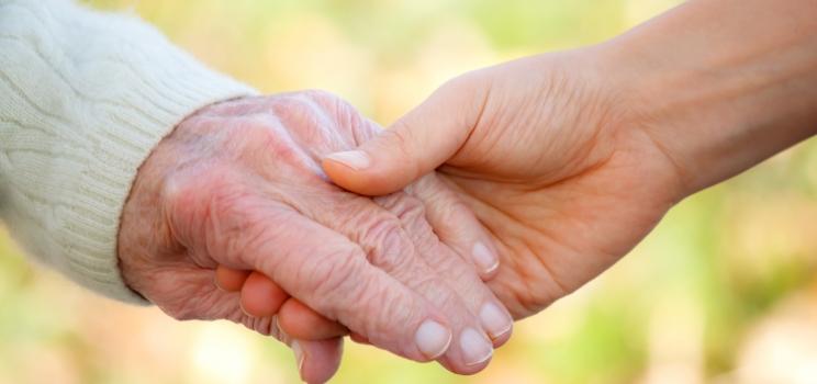 Helping-Old-People-nrc2e5a2tr0gbscegkpq6s5woyrh4ohqgl56hhznos.jpg