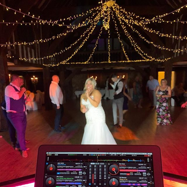 Monday wedding! If people like to dance it doesn't matter what day of the week it is!! #weddingsingers #greatfosterswedding #greatfosters #greatfostershotel