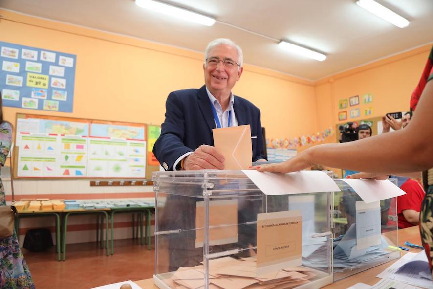 Juan José Imbroda ha ejercido su derecho al voto en este día tan importante para la democracia española.