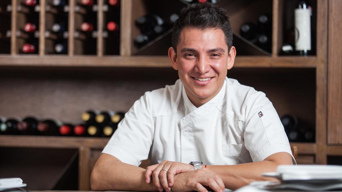 Clases dirigidas por el Chef Atzín Santos - Asesor de Gastronomía y Gestión de Empresas e Integración de Personal, Conferencista y Profesor en la afamada escuela de gastronomía CEESA.