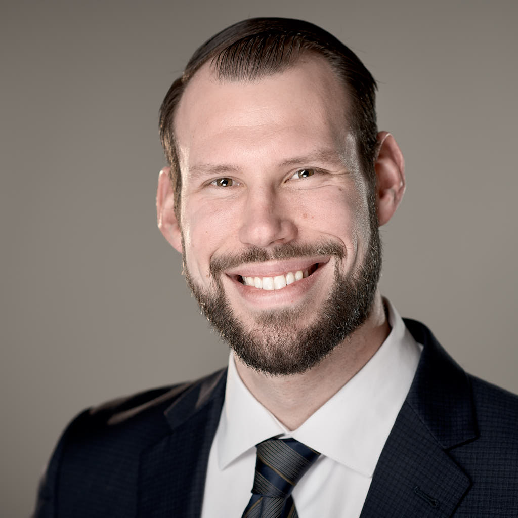 Professional heradsshot of male commercial realtor