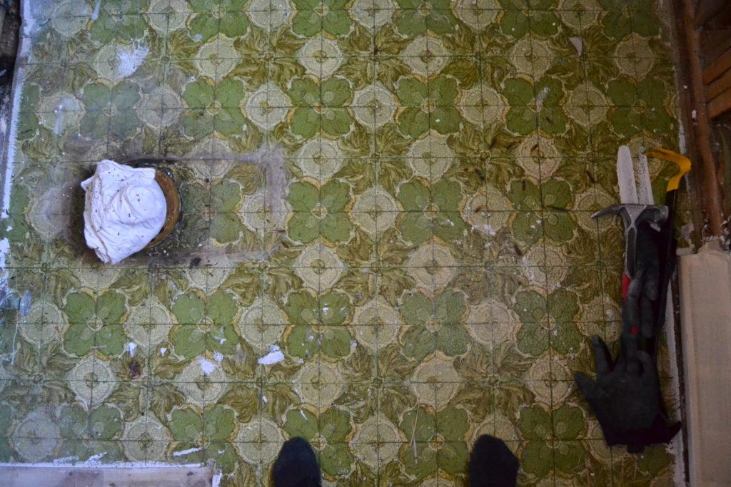 Bathroom-Renovation-Jeffrey-Court-Always-Never-Done-week-2-05.jpg