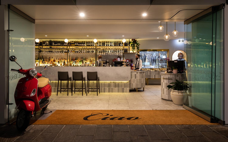 Massimo Entrance + Bar