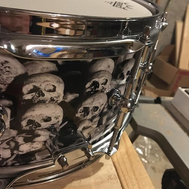 💀 hey everyone, we just finished up this guy today. 5 1/2 inches of straight tone with a 1/4 inch inner 45 outer roundover shell. if you like this one dm us or check out our website to get a quote for your own custom drum kit!