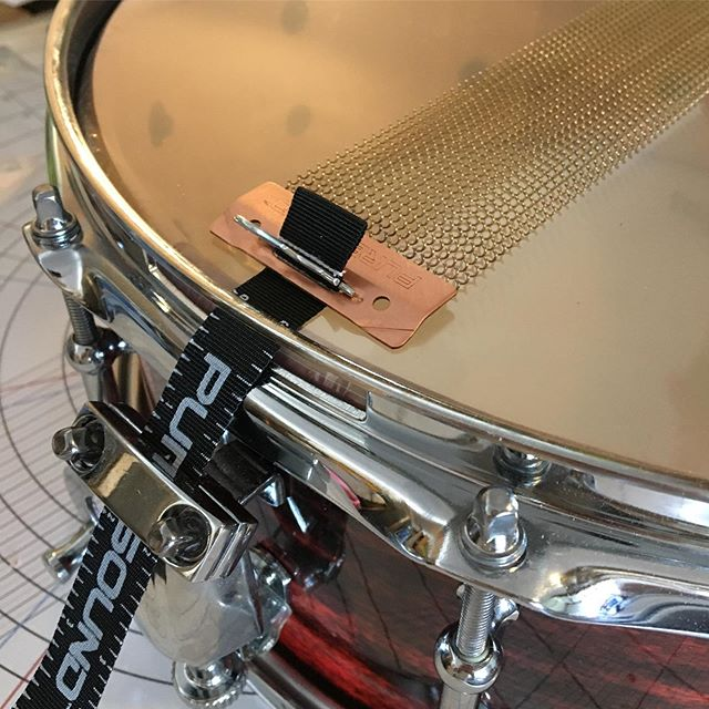 New snare drum out now! This one is made out of maple 🍁 and as always we use professional quality hardware and our own handmade stave shells.. because stave shells look cooler and sound better than the mass produced ply ones you see in the music stores 😮 hit up the link in bio or check us out on @reverb to see what's really good 👀🔥