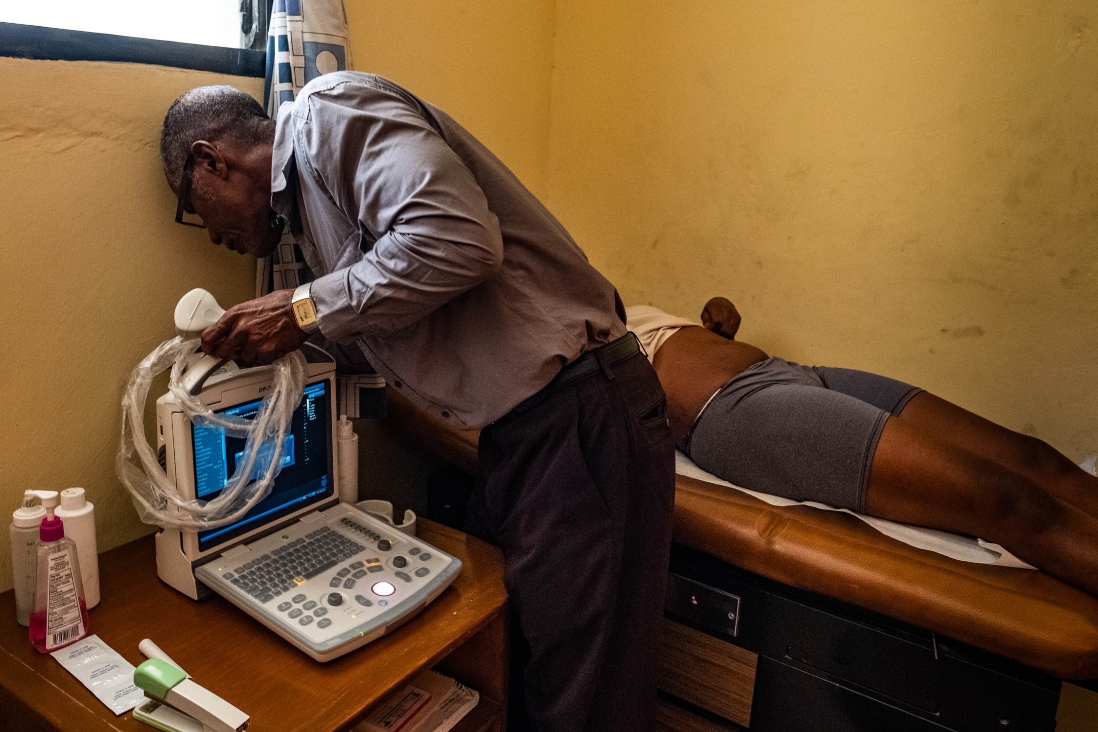 Dr. Arold Scutt, Medical Director of Centre Médico-Social Petite Place Cazeau since 1991, sets up his new ultrasound machine for the first time. He expects to retire in the next year or two and is proud he was able to add this life-saving technology to his legacy.