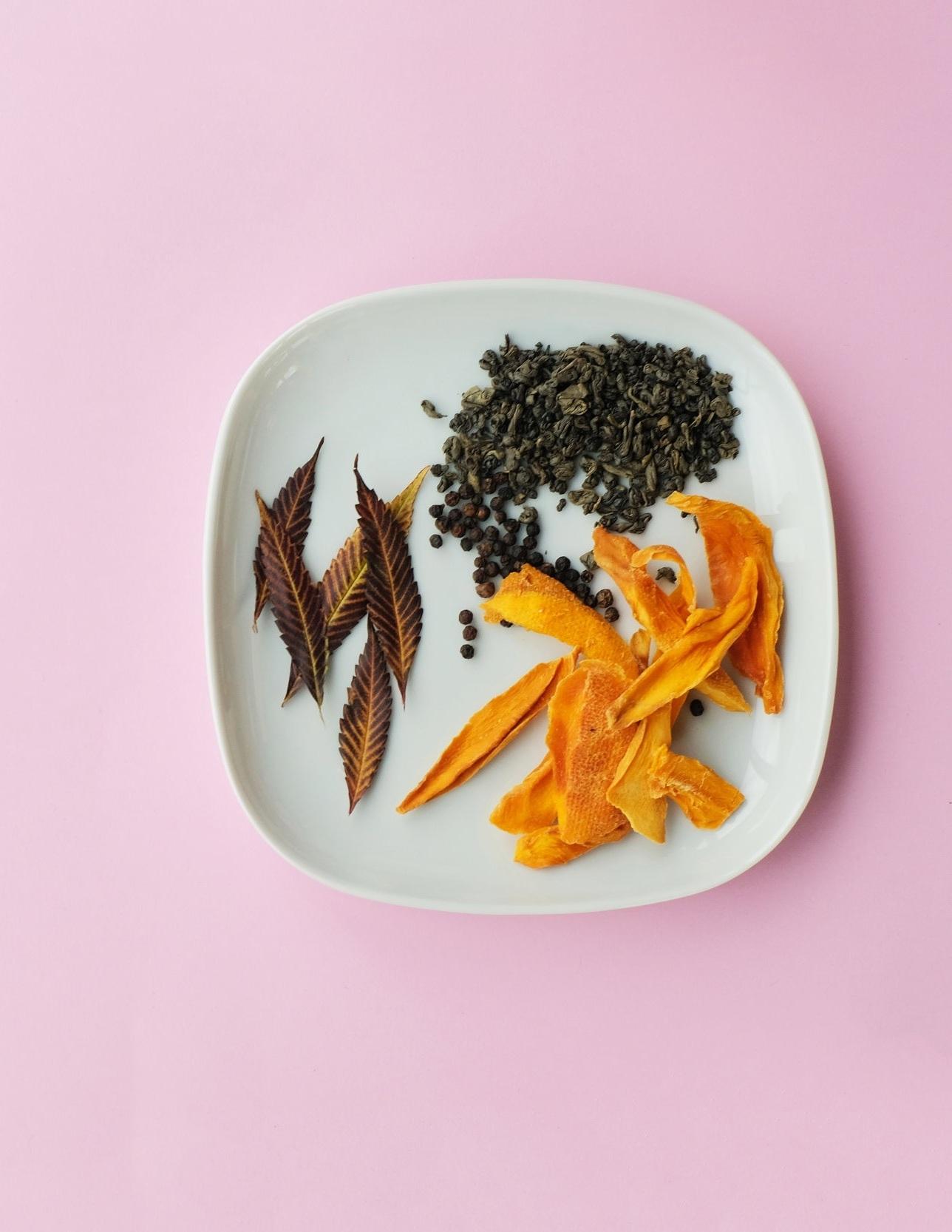 Caryophyllene- - Terpene: CaryophylleneAroma: PepperyReputation: Gut-healerAlso found in: Pepper, cloves, spices