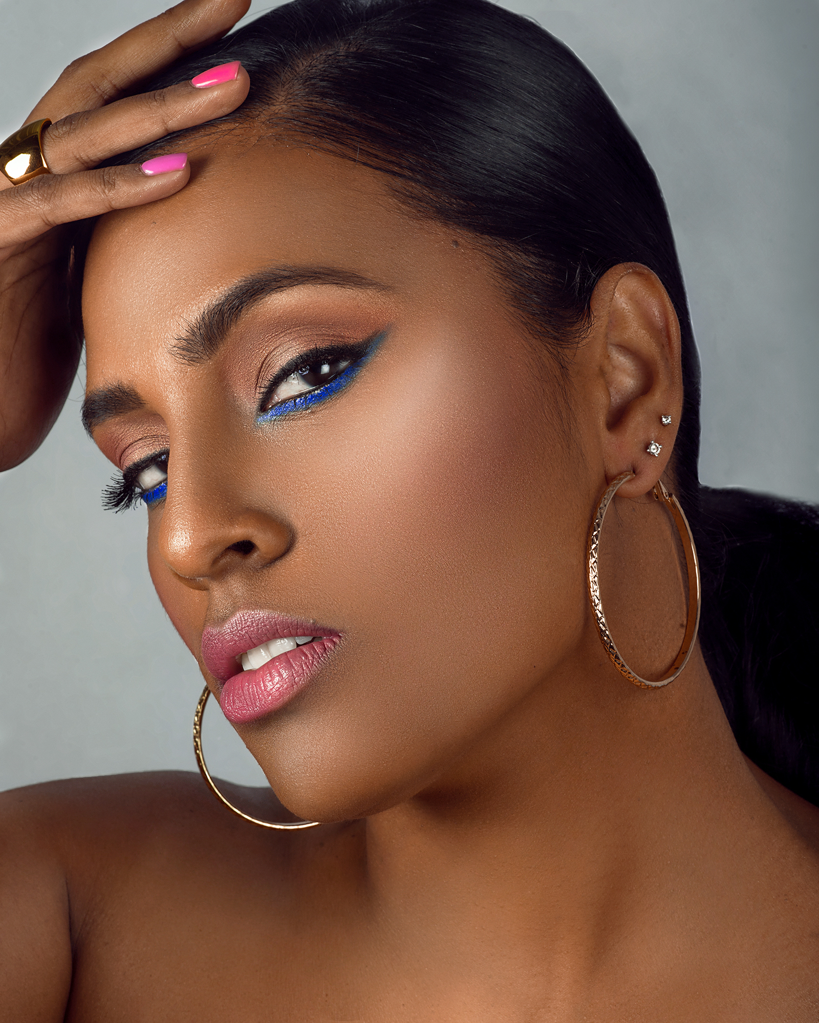 Natural Makeup with Highlighted, Glowing, Dewy Skin and Blue Eye Shadow by Jaynelle Lording