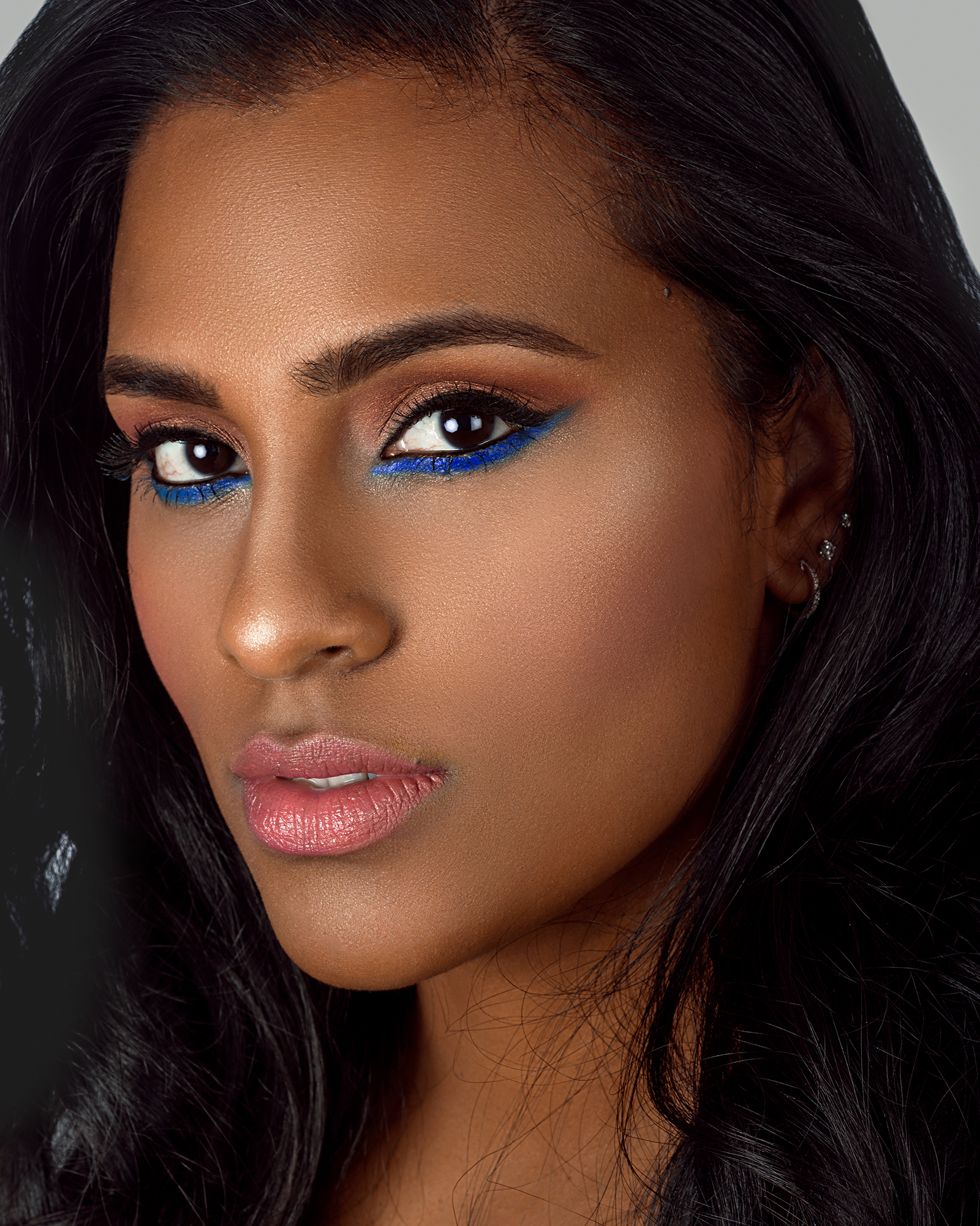 Beauty Makeup Highlighted Dewy Skin with Blue Eyeshadow by Jaynelle Lording