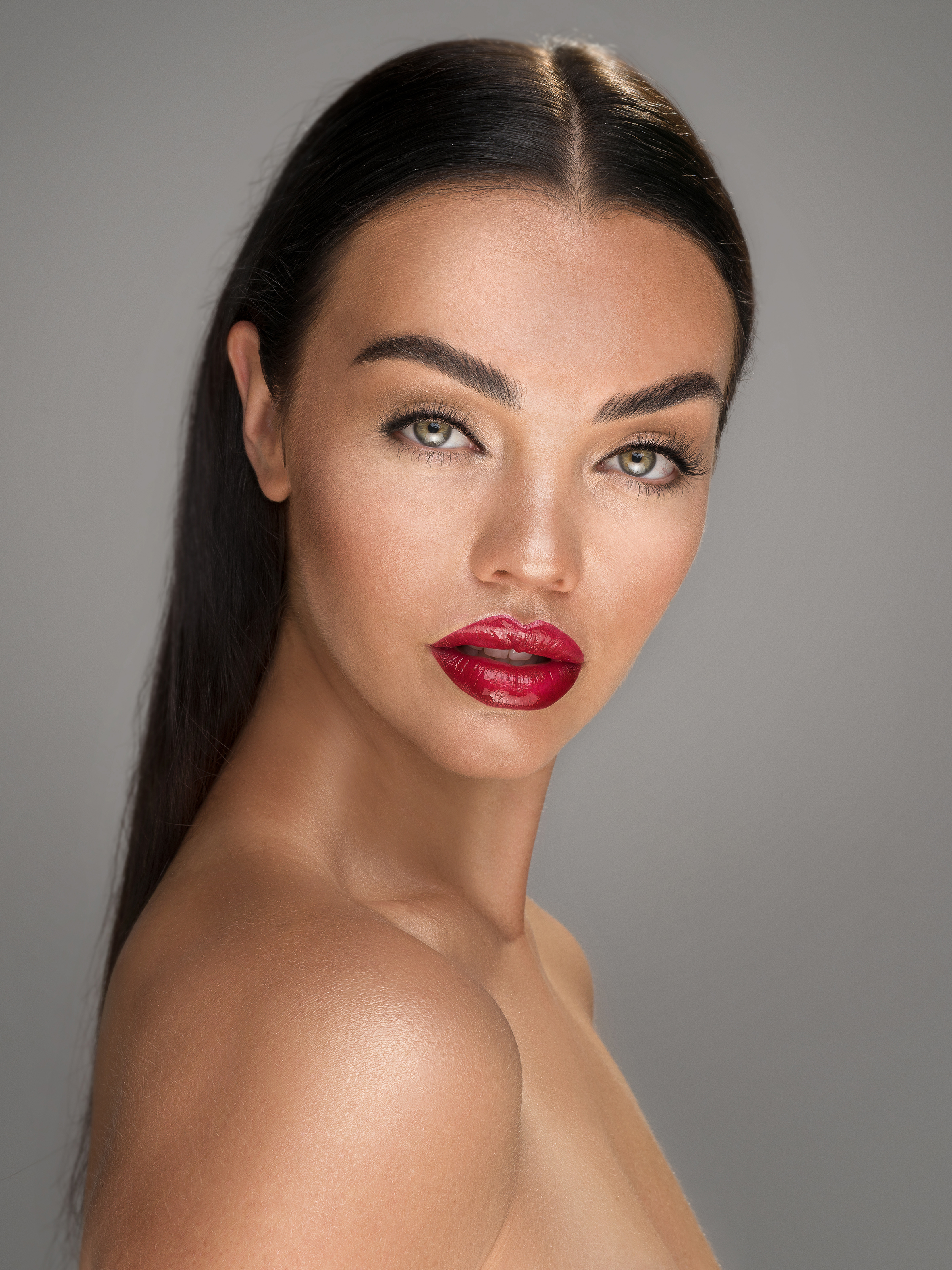Natural Beauty Makeup with Glowing, Dewy, Highlighted Skin, Glossy Eyes and Red Lipstick. By Jaynelle Lording