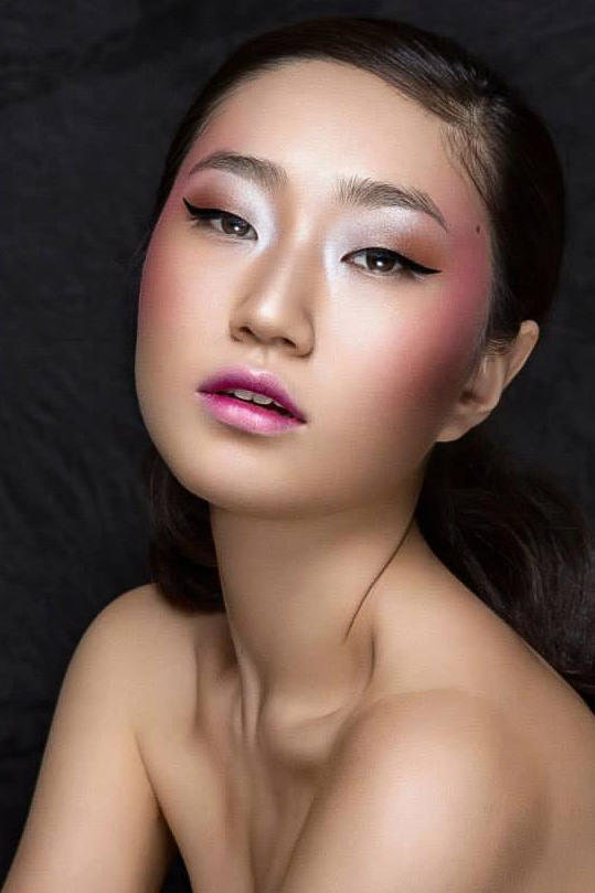 Natural Beauty Makeup with Glowing, Dewy, Highlighted Skin, Pink Eyeshadow. By Jaynelle Lording