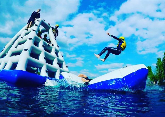 ☀️Sessions running all day, every day through #halfterm - last session 5pm every day☀️#aquapark #waterpark #waterfun #tattershalllakes #summer #fun #thingstodoinlincolnshire