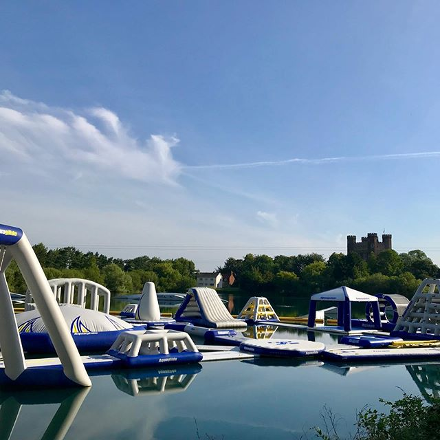 Our view when opening up this morning👌🏻Epic day ☀️24°C ☀️with 3 school visits, one combining #aquapark and #paddlesport activities. Same amazing weather predicted tomorrow, who's coming down to see us? #tattershalllakes #waterpark #waterfun #bookonline 👉www.tattershallwaterpark.co.uk