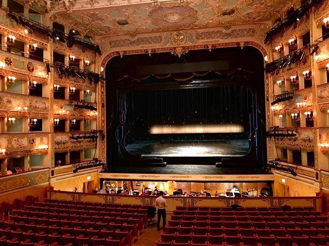 Impresionante el Turandot que está dirigiendo Daniele Callegari en la Fenice de Venecia. Muy agradecido por haber podido asistir a estos ensayos 😍