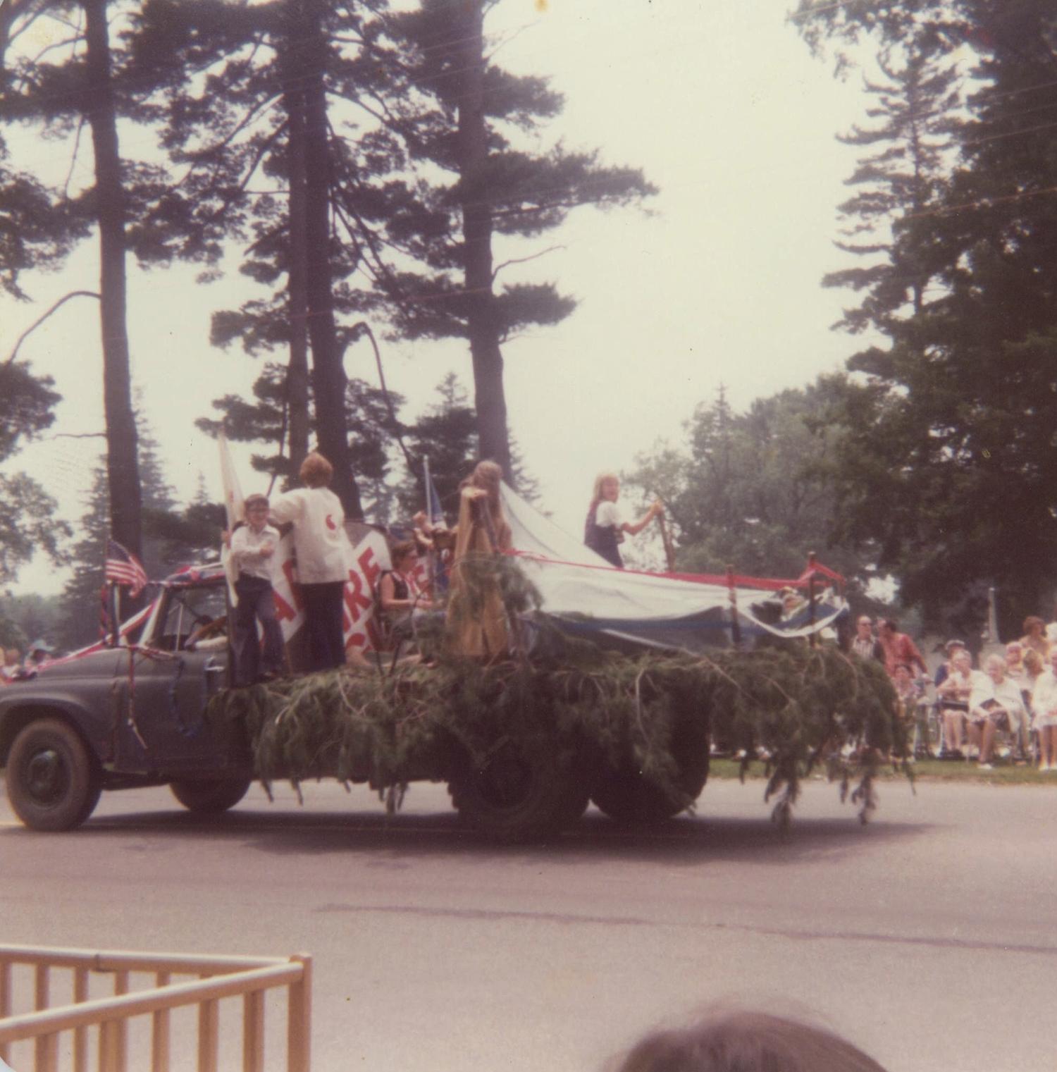 Boy Scouts & Campfire float July 1976A.jpg