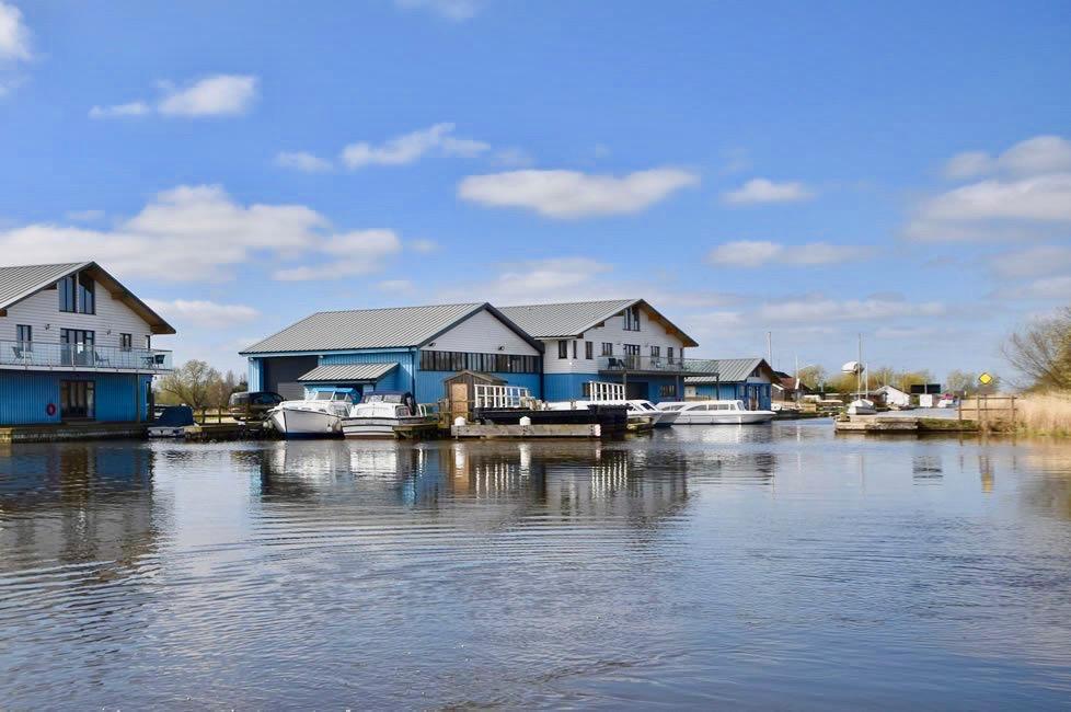 Boat hire at Martham Ferry.jpg