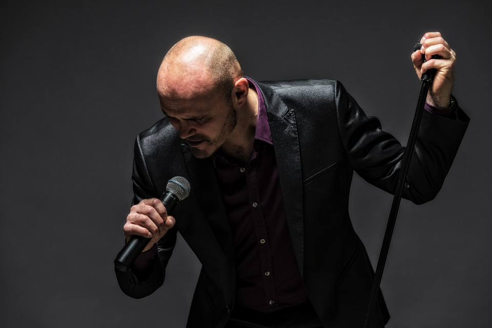 Brian Black professional solo singer for gloucestershire & the cotswolds -