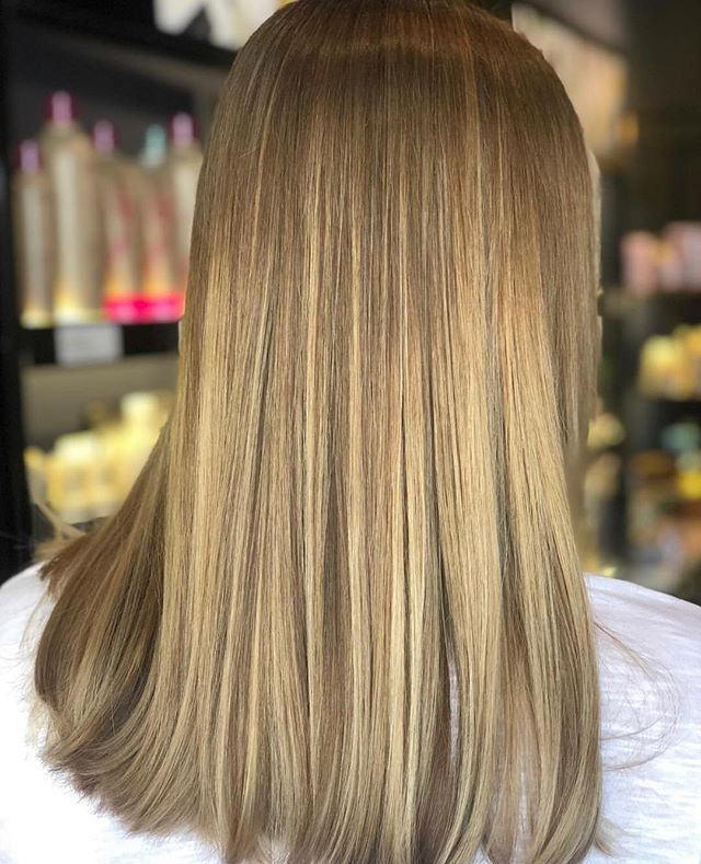 subtle glow by Delia 🌻 . . . . . . #artistikedge #behindthechair #hairtutorial #balayage  #allaboutdahair #licensedtocreate #americansalon #colourmelt  #hairgoals #dallashairstylist #dallashairsalon  #bestofhair #babylights  #hairpainting #dallas #btcpics #maneaddicts #samvilla #redkenobsessed #mastersofbalayage #shadeseq #modernsalon #olaplex
