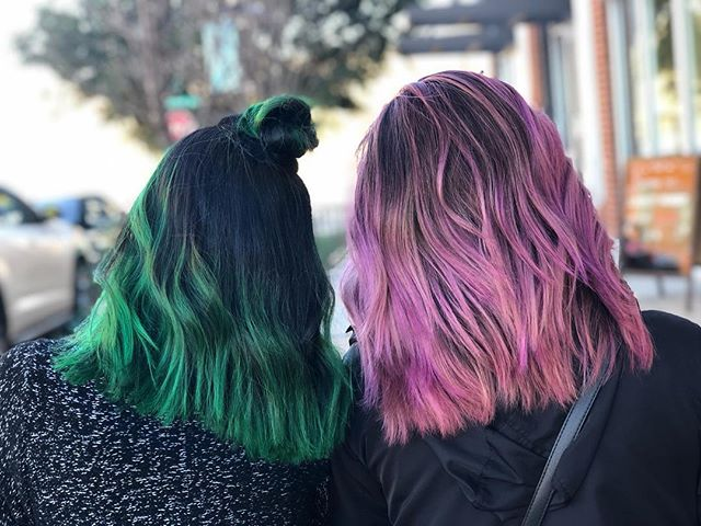 Cosmo + Wanda by Erin 💚⭐️💖 . . . . . . #artistikedge #behindthechair #hairtutorial #balayage #hairbesties #allaboutdahair #licensedtocreate #americansalon #colourmelt  #hairgoals #dallashairstylist #dallashairsalon #pulpriot #pulpriothair #greenhair #pastelhair #pastelpinkhair