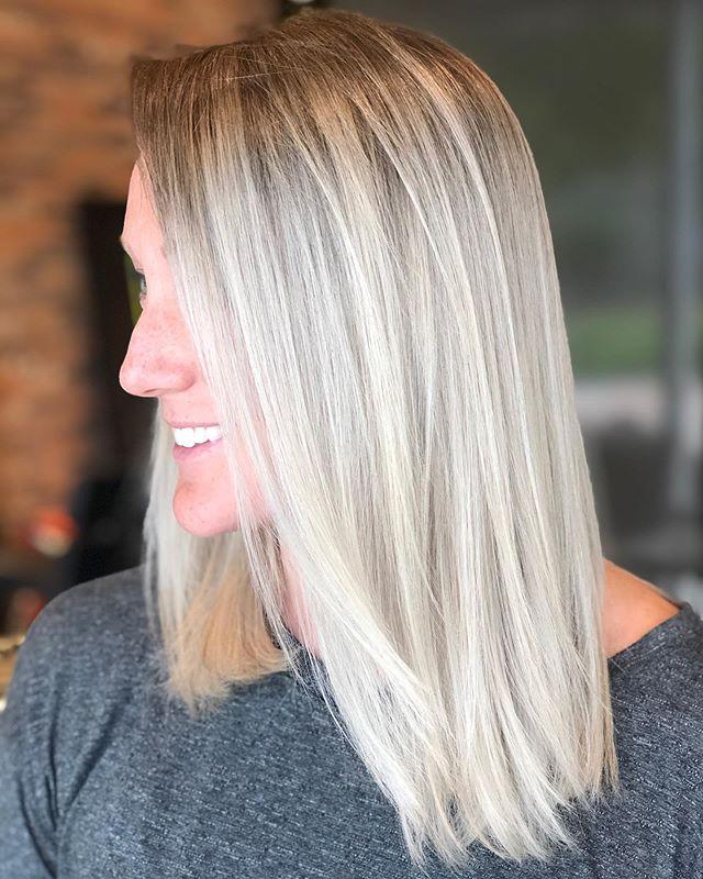 snow blonde by Rebecca ❄️ . . . . . . . # Artistikedge  #shadeseq #redkensalon #redkeneducation #redkenbrandambassador  #showusyourshades #dallashair #dfwhair #bellamihair #dallas_community #samvillahair #olaplex #colourmelt #rootsmudge #platinumblonde #platinumhair #noyellow #haircolorvideo #rootmelt #hairtutorials #thebtcteam #btcquickie #btcfirstfeature #haireducation #correctivecolor